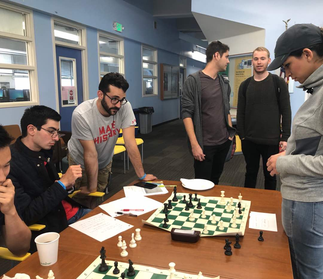 Play chess simultaneously in Santa Monica College